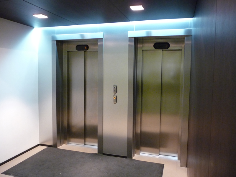 двери металлические в лифтов