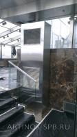 Кондиционер колонного типа обшитый нержавеющей шлифованной сталью. Фото 1